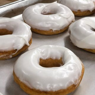A little something to brighten your Wednesday @pbvdonuts! We're open again after a baker's holiday and we've added our new cake donuts, every bit as delicious as our original, hand-cut, sourdough donuts. Open Wed-Sun in The Marketplace @pleasantbeachvillage and back again at Sand Point Wy NE in Seattle! PleasantBeachDonuts.com #donuts #mmmdonuts #donutsofinstagram #riseandshine #bakery #bakerylife #donutsandcoffee #breakfastofchampions #eater #eaterseattle #flavortown #sunsetmag #seattlemet #westcoastfoodies #seattlefoodie #visitseattle #visitbainbridge #visitbainbridgeisland #visitbainbridgeislandwa #bainbridgeisland #bainbridgeislandlife